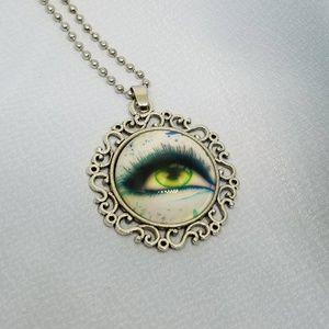 Jewelry - Silver Green Eye Art Necklace